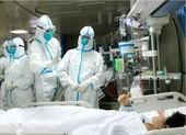 Bác sĩ Vũ Hán thiếu bảo hộ, phải mặc tã cứu người còn bị đánh