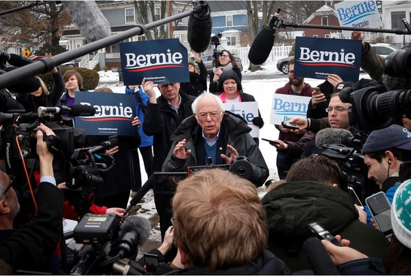Ứng viên Bernie Sanders tại bang New Hampshire (Mỹ) ngày 11-2. Ảnh: REUTERS