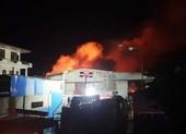 Cháy xưởng sản xuất gỗ pallet gần kho xăng ở Hải Phòng