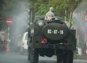 Xe quân đội phun khử trùng nhiều tuyến phố Hải Phòng