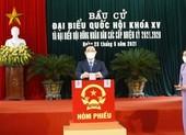 Chủ tịch Quốc hội Vương Đình Huệ bỏ phiếu bầu cử tại Hải Phòng