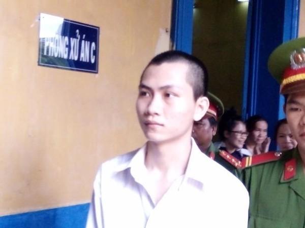 Bị cáo  Khánh được dẫn giải về sau phiên toà