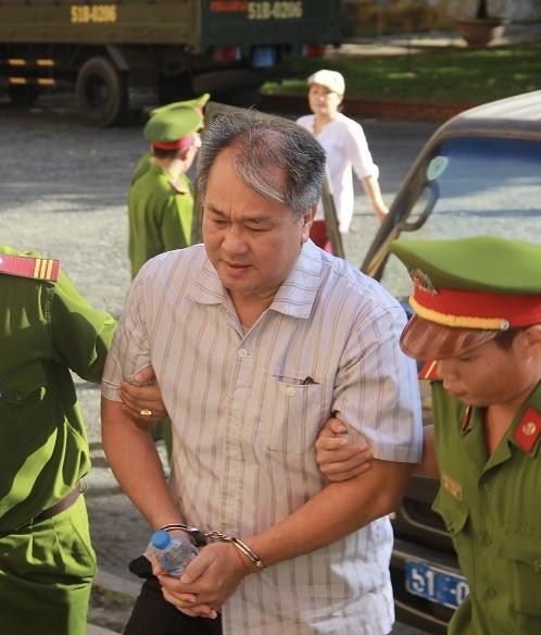 Bị cáo Phạm Công Danh được dẫn giải đến phiên xử sơ thẩm