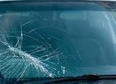 Tòa phạt tiền người Hàn Quốc ném điện thoại vỡ kính xe taxi