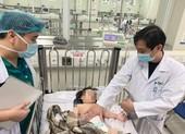 Thông tin mới vụ bé gái ở Hà Nội rơi từ tầng 13 chung cư