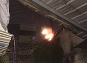 Cháy cột điện, nhiều nhà dân ở Bình Thạnh mất điện