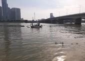 Cảnh sát lặn cả buổi tìm nam thanh niên nhảy cầu Sài Gòn