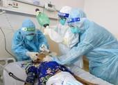 Hành trình giành lại sự sống ở 'lằn ranh sinh tử' cho bệnh nhân COVID-19