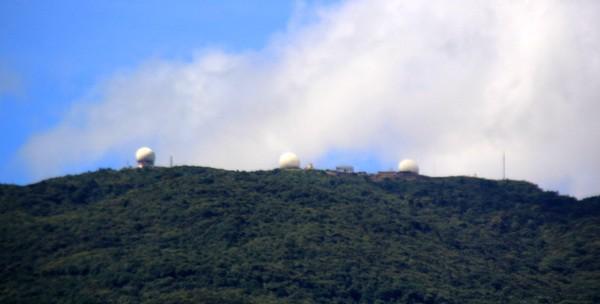 Ngoài trạm radar thứ nhất, hiện bán đảo Sơn Trà đã có thêm trạm mới góp phần giám sát, quản lý vùng trời, bảo đảm vững chắc an ninh chủ quyền của Việt Nam. Ảnh: LÊ PHI.