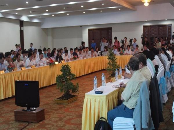 Hội nghị đang diễn ra và có cả sự tham dự của các chuyên gia biển quốc tế. Ảnh: Nguyễn Do.