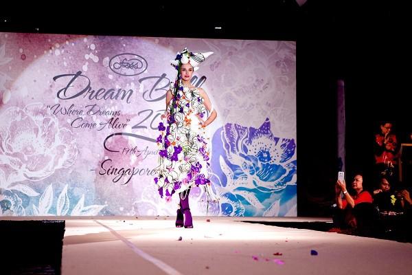 Minh đạt giải bạc cuộc thi cắm hoa Châu Á- Thái Bình Dương
