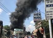 Cháy dữ dội ở xưởng sản xuất mút xốp quận 12