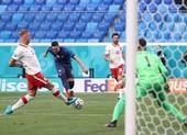 Thẻ đỏ khiến Ba Lan trắng tay trước Slovakia ở trận đầu Euro