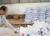 """80 tấn phân bón """"nhái"""" bị bắt giữ"""