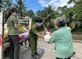 Công an An Giang trao 170 tấn gạo cho người dân khó khăn