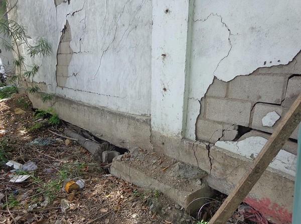tường chắn bị sụt
