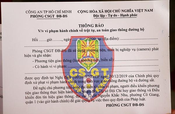 csgt-dan-thong-bao-tren-xe