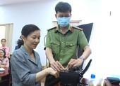 Cấp CCCD có gắn chip cho người dân và cán bộ quận Bình Tân