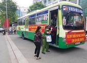 Tổ chức xe buýt miễn phí đưa đón dân đi làm CCCD gắn chip