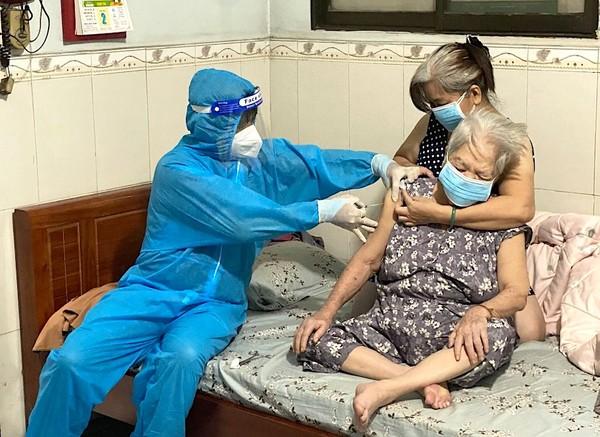 tiem-vaccine-tai-nha