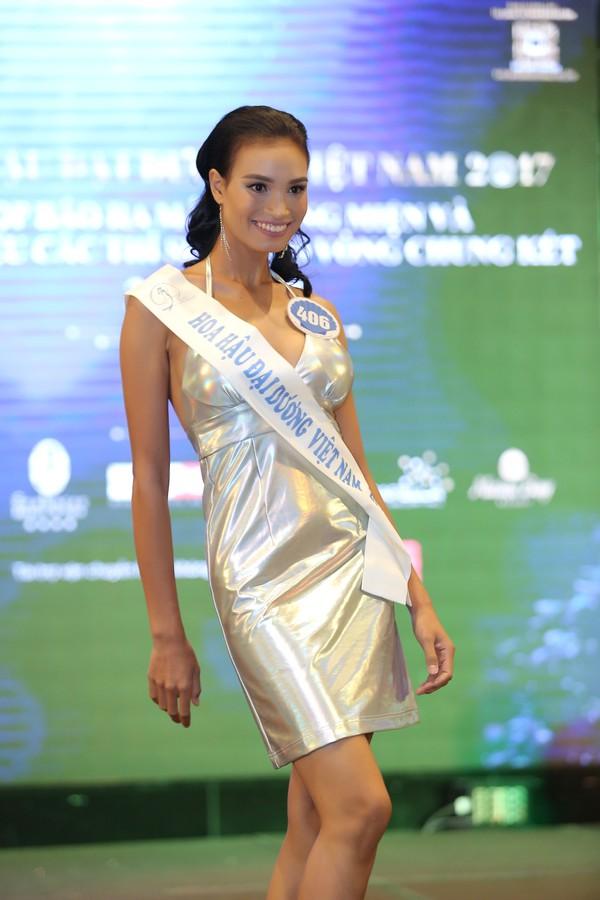 Người đẹp đăng quang ngôi vị Hoa hậu Đại dương Việt Nam năm 2017 sẽ được trao vương miện luân lưu trị giá 3,2 tỷ đồng được chế tác từ ngọc trai Hoàng Gia Pearl, tiền mặt 100 triệu đồng, và nhiều quà tặng giá trị đi kèm.
