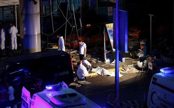 hiện trường đánh bom sân bay ở Thổ Nhĩ Kỳ