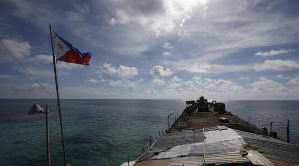 tàu Philippines ở bãi cạn Scarborough