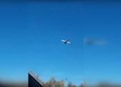 Video: Máy bay Nga 'bất động' trên trời gây chú ý