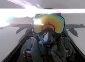 Tiêm kích F/A-18 bị sét đánh, phi công hoảng sợ