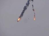 Video: Trực thăng của quân Syria bị bắn bốc cháy trước khi rơi