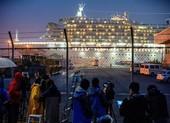10 người chết, gần 800 người nhiễm COVID-19 trên 2 tàu du lịch