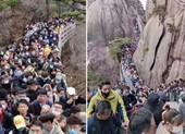 Phong tỏa vừa được nới, dân Trung Quốc ùn ùn kéo đi tham quan