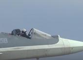 Báo Mỹ sốc cảnh phi công Nga lái Su-57 'phiên bản mui trần'