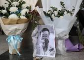 Dân Vũ Hán tưởng nhớ 1 năm ngày mất bác sĩ cảnh báo COVID-19