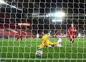 Liverpool thua sốc, Man City giành vé sớm