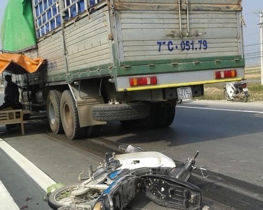 Do thiếu quan sát, nạn nhân chết thảm dưới bánh xe tải