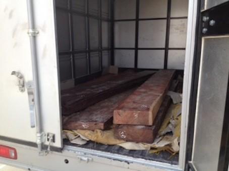 Xử phạt lô gỗ lậu tiền tỷ trong kho hàng Hãng hàng không Vietjet