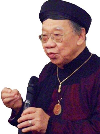 GS-TS Trần Văn Khê giới thiệu về Đờn ca tài tử tại tư gia Ảnh: Thanh Hiệp