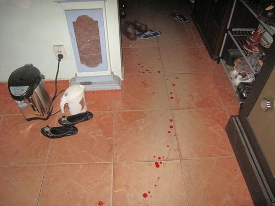 Hiện trường còn vương vết máu của nạn nhân