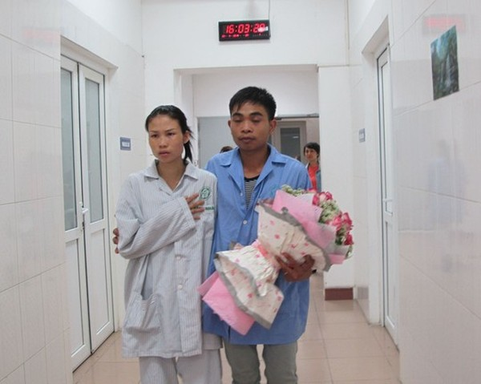 Sau đám cưới đặc biệt, đôi vợ chồng trẻ chuẩn bị cho cuộc đại phẫu vào ngày hôm sau