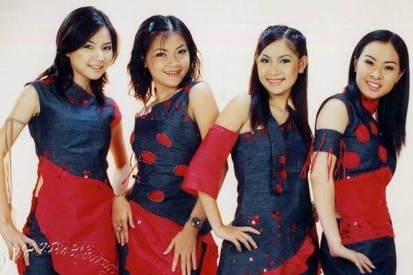 Thành lập từ năm 1998 với 4 thành viên Thanh Ngọc, Thúy Nga, Duy Uyên, Quỳnh Anh, Mắt Ngọc nổi tiếng trong khán giả trẻ yêu Vpop cuối thập niên 90 và đầu những năm 2000. Mắt Ngọc là đối thủ cạnh tranh trực tiếp với nhóm Mây Trắng trong thị phần hướng tới các đối tượng khán giả là học sinh, sinh viên. Trong hơn 10 năm hoạt động, Mắt Ngọc đã phát hành được 5 album nhạc.