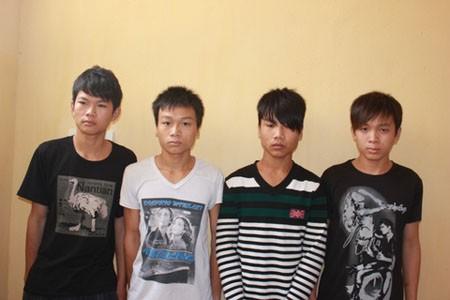 Nét mặt sợ hãi của 4 thanh thiếu niên được đăng tải trên báo chí địa phương