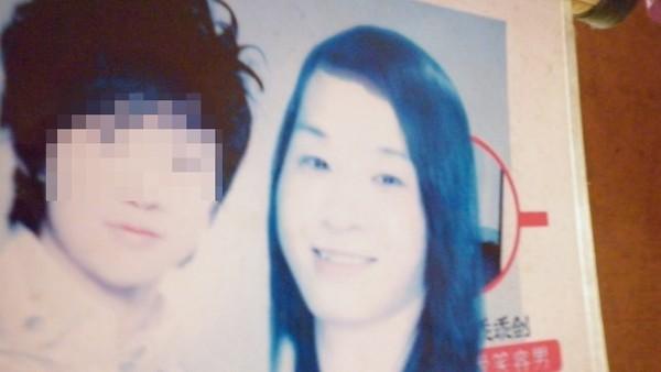 Tấm hình của Nhi (tóc dài, áo xanh) nhìn không khác gì một người con gái được ghép chung với một nghệ sĩ Hàn Quốc.