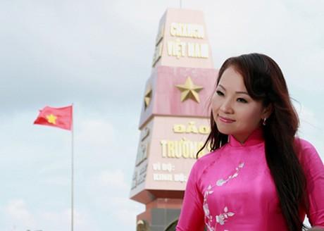 Ca sĩ Khánh Hòa với những cảnh quay tại Trường Sa