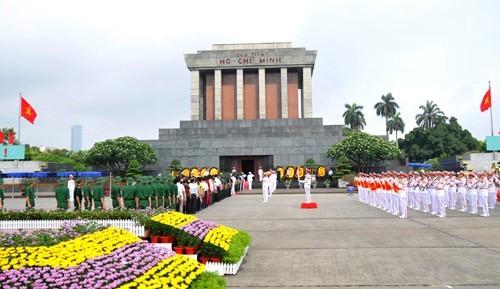 Nghi thức mới đón đoàn đại biểu cấp cao vào viếng Lăng Chủ tịch Hồ Chí Minh bắt đầu thực hiện từ ngày 18-5.