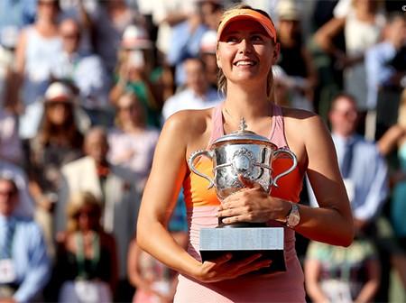Chiếc cúp vô địch của Sharapova tại Roland Garros