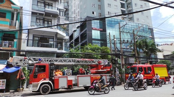 Vụ hỏa hoạn xảy ra lúc 10h15 ngày 23/6 tại một căn hộ trên tầng 22 của chung cư Copac, số 12 đường Tôn Đản, phường 13, quận 4, TP.HCM.