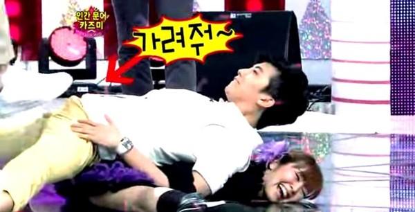 10 sự cố đỏ mặt của sao nam Kpop