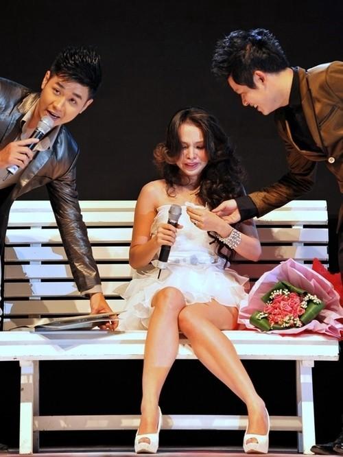 Hiền Thục cũng nổi tiếng là sao Việt nhảy cảm và thường xuyên rơi nước mắt trên sân khấu