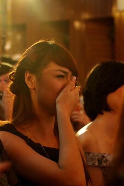 Thùy Dung khóc vì tội nghiệp cho người bạn Vương Thu Phương bị loại bất ngờ trước đêm chung kết Hoa Hậu Việt Nam